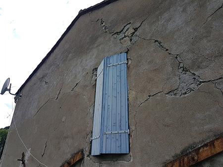 Fissure extérieure sur pignon - maison